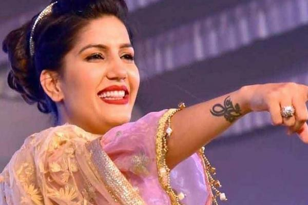 when the police at the dance show of sapna chaudhary