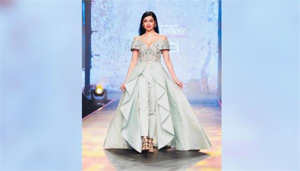 divya khosla performed as show stopper in fashion show