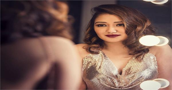 roshmi banik glamorous photoshoot