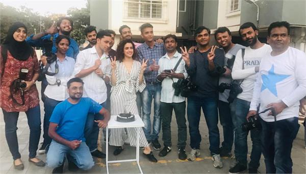 sanya malhotra birthday celebration with celebrity photographers