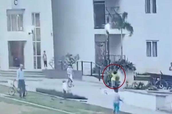 hyderabad child canar video viral security guard