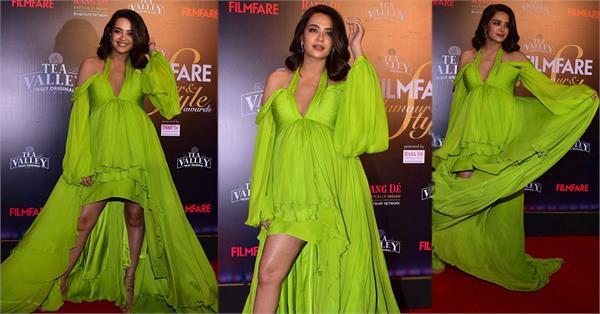surveen chawla at filmfare awards