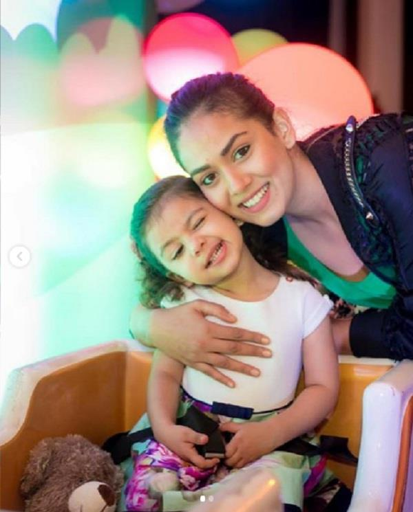 mira rajput share photo with misha kapoor