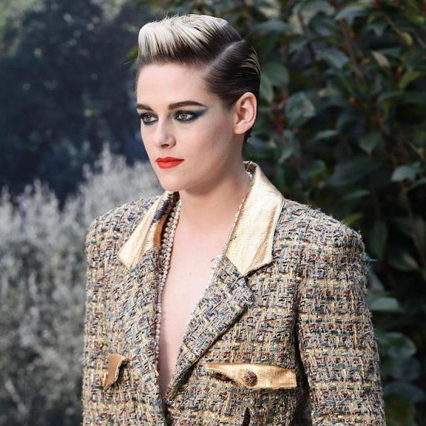 hollywood kristen stewart goes braless and date with girlfriend sara dinkin