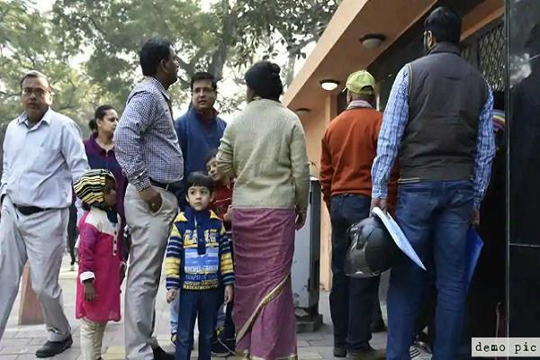 mission admission parents helping each other in filling fees