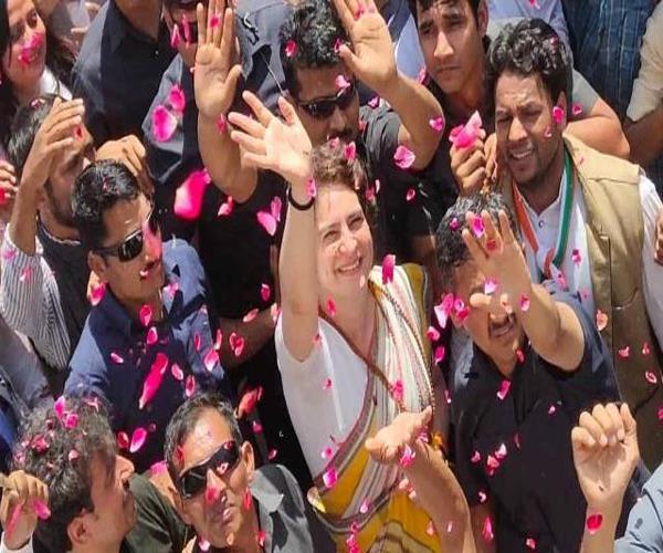 people in the varanasi see glimpse of priyanka flower showers welcome