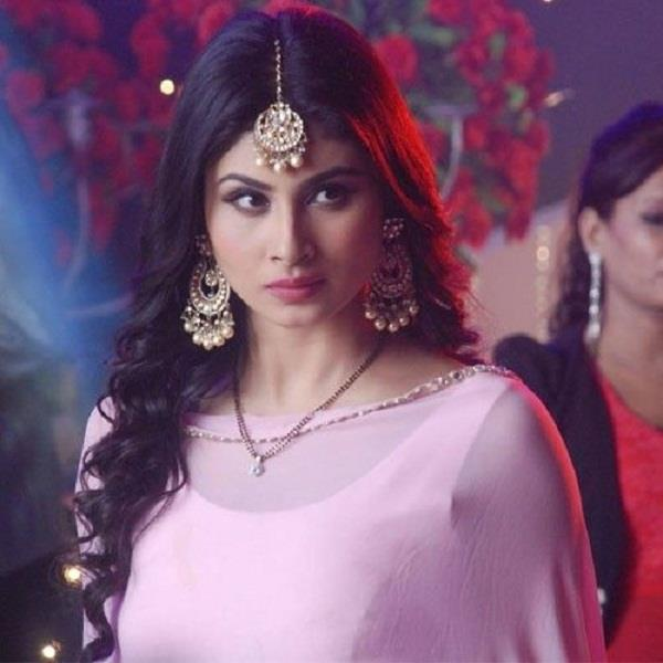 mouni roy anger on jet airways