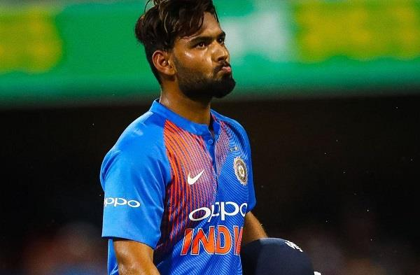 fans do not want to see pant in world cup team recommends dinesh karthik