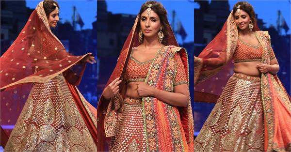 amitabh bachchan daughter shweta nanda walked on the ramp
