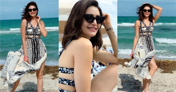 मियामी बीच पर यूं मस्ती करती दिखी टीवी की 'नागिन',ब्लैक ड्रेस में देखें Pics