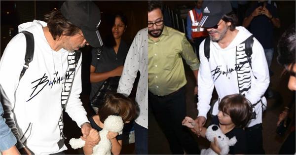 shahrukh khan with abram at mumbai airport