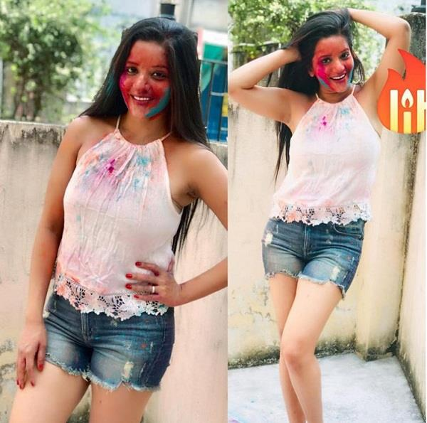 monalisa celebrate holi with family