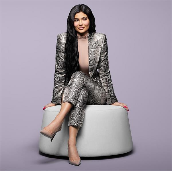 21 year old kylie jenner is now the youngest self made billionaire