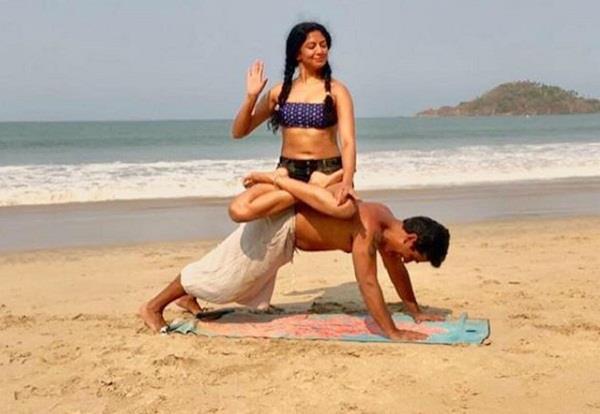 kavita kaushik share hot pictures