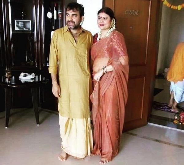 pankaj triapthi griha pravesh pooja with wife mridula tripathi