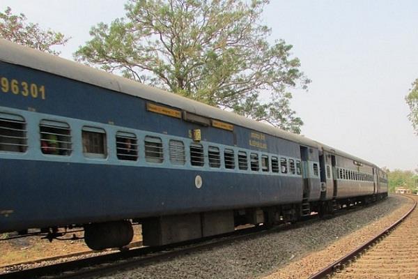 gaya 3 people died in train accident