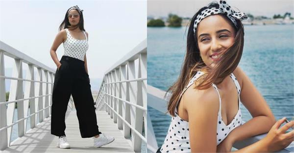 srishty rode shares glamorous pictures