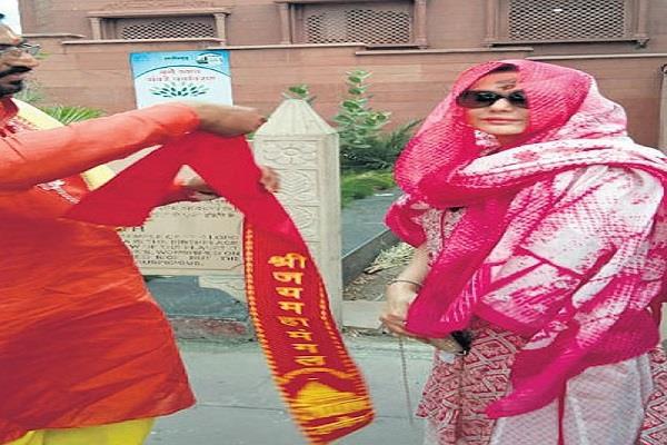 film actress preity zinta reached ujjain bharat worship in mangalnath temple