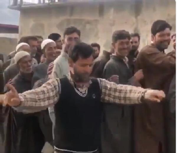 kashmir man dancing video viral on social media