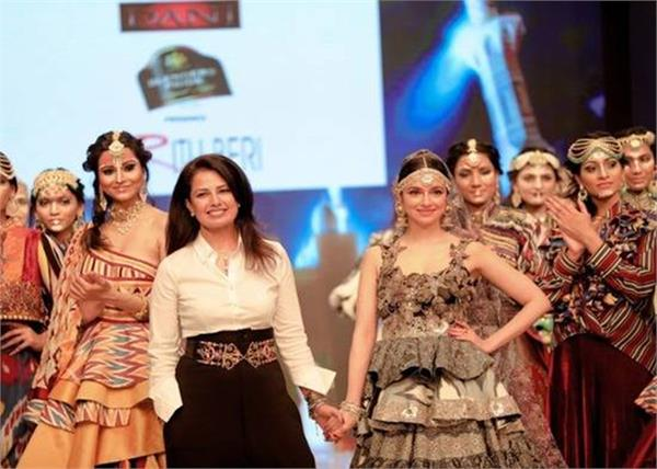 divya khosla kumar at delhi times fashion week
