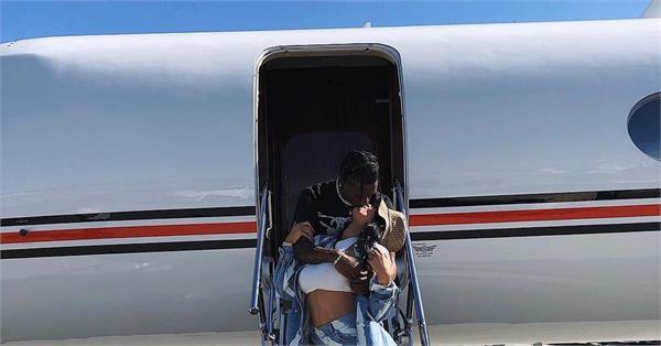 kylie jenner lip lock with husband travis scott
