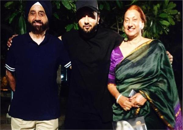 yo yo honey singh wished parents on thier anniversary