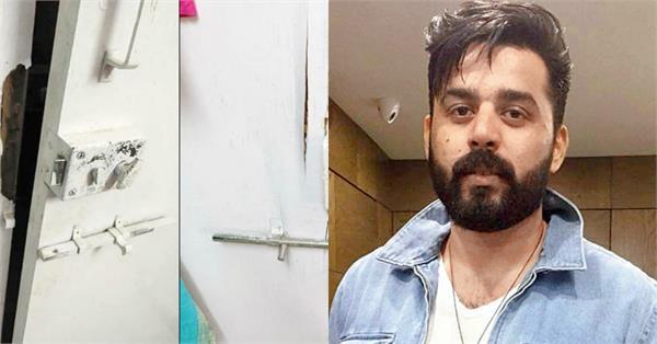filmmaker breaks door to gf flat assaults her in versova
