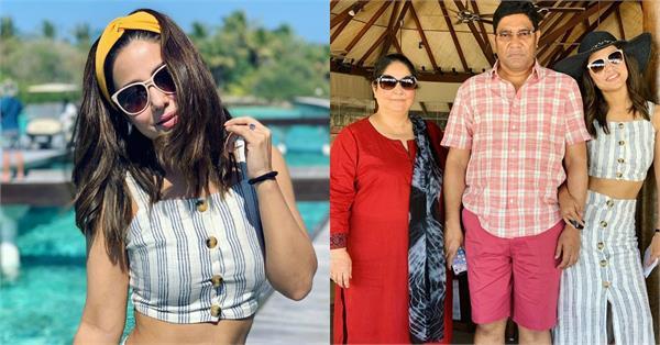 hina khan enjoy holiday in maldives