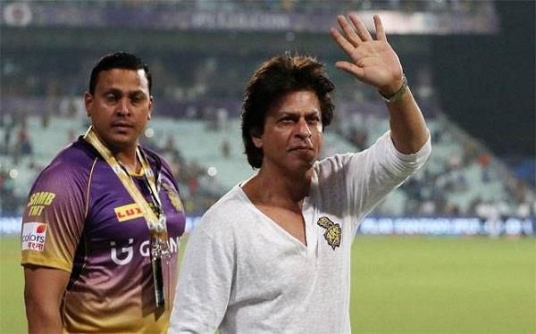 shah rukh happy team performance announce player to give suv