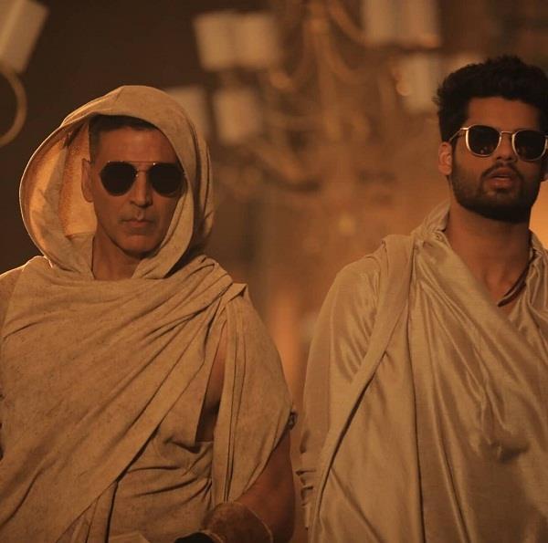 फिल्म ब्लैंक में अक्षय कुमार का धमाकेदार कैमियो, साले करण के साथ दिखे थिरकते