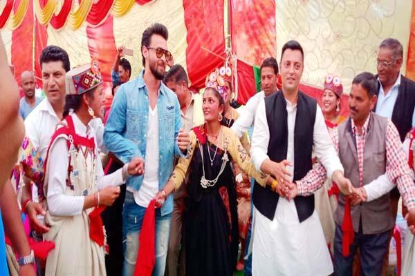 bollywood actor aayush sharma in election campaign of ashray sharma