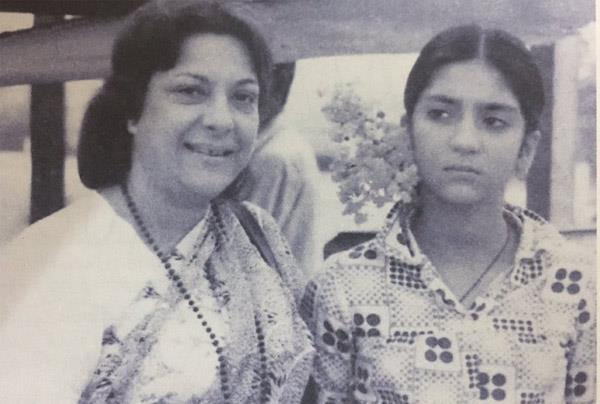 sanjay dutt sister priya dutt has share the pics of mother and actress nargis
