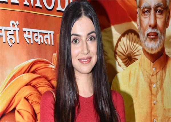 divya khosla kumar at pm narendra modi screening