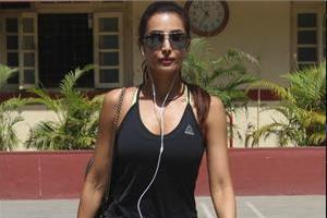 malaika arora spotted at yoga class