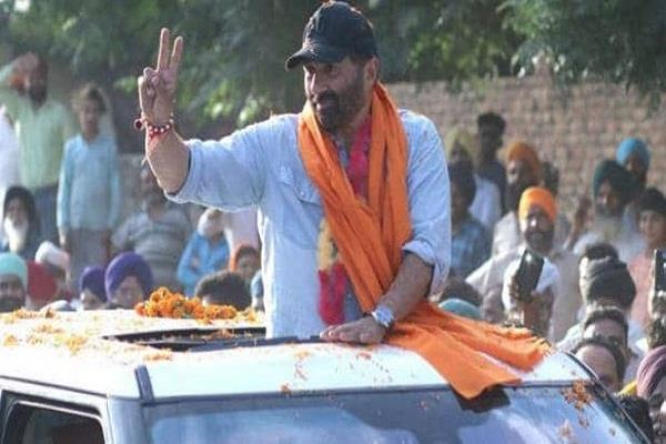 sunny deol car met with a accident