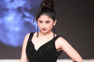saba khan princess look at fashion show