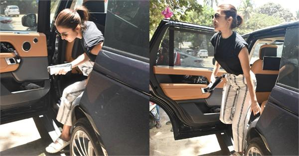 anushka sharma spotted outside physiotherapy clinic
