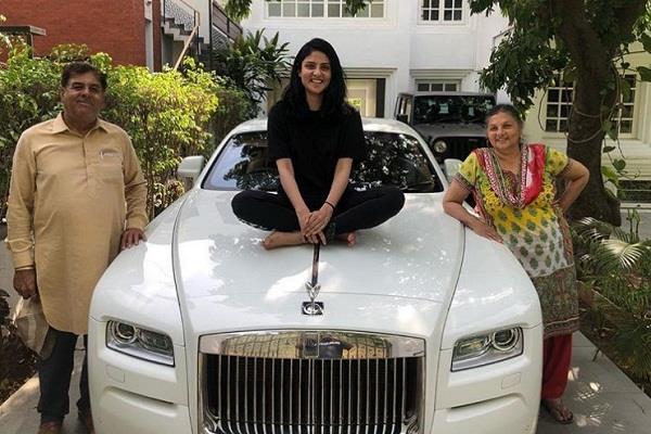 रैपर बादशाह ने खरीदी 6 करोड़ की कार, फोटो शेयर कर लिखा- 'अपना टाइम आ गया'