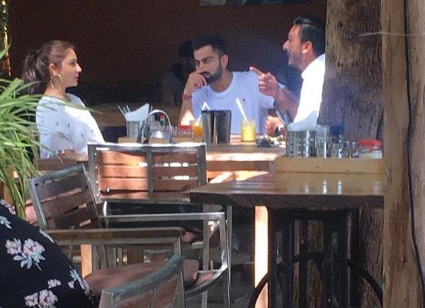 virat kohli and anushka sharma chill in goa