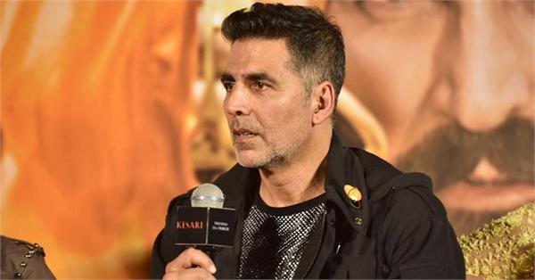 twitter user gives proof against akshay kumar