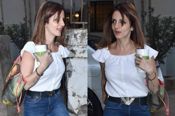 sussanne khan at juhu pictures