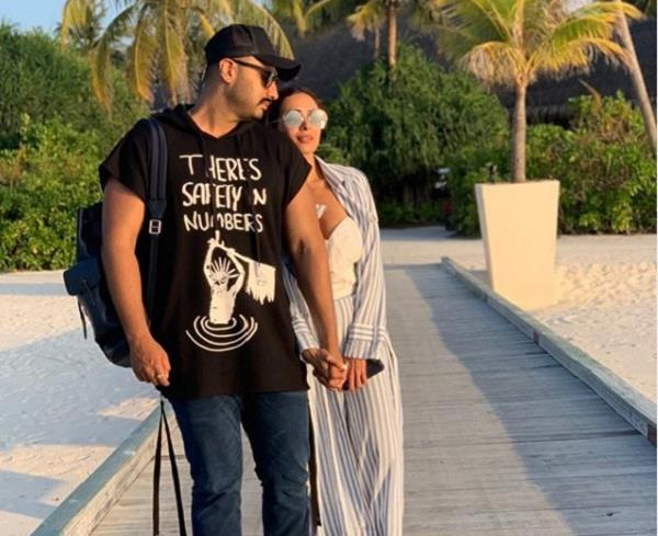 malaika arora share romantic picture with arjun kapoor