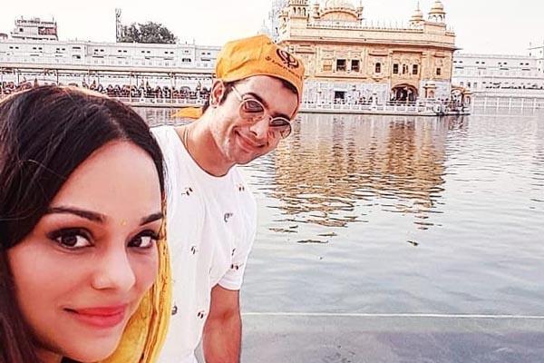 sharad malhotra visit golden temple with wife ripci bhatia