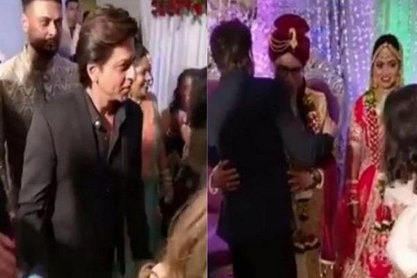shahrukh khan attend makeup artist wedding