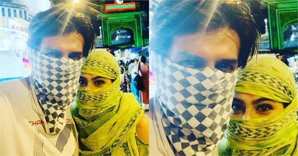 sara ali khan kartik aaryan hide face picture