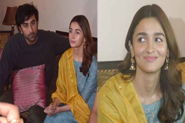ranbir kapoor alia bhatt arrive in varanasi to shoot film brahmastra