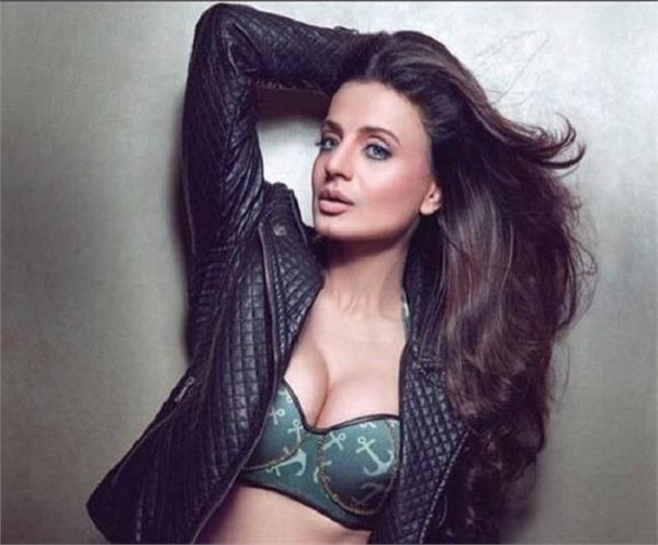 known and interesting facts of amisha patel