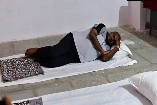 cm kumaraswamy spent the night on the school floor
