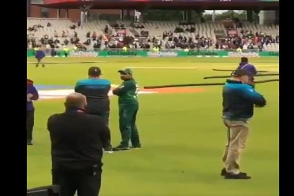 during the match pak fans flew over sarfaraz obesity see video