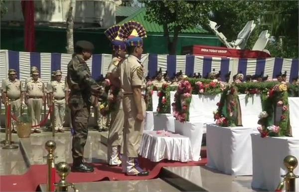 wreat laying ceremony of martyr crpf men in kashmir